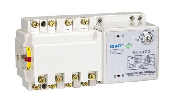 NH42SZ系列(PC级)自动转换开关 NH42SZ自动转换开关,适用于交流50Hz、交流额定电压400V、额定电流至125A、三相四线制供电系统。 能实现常用电源与备用电源的自动和手动切换,在切换电源过程时,中断向负载供电。 适用于要求两路电源供电和对电源质量要求高的场合。 本产品符合IEC60947-3及IEC60947-6-1 GB14048.